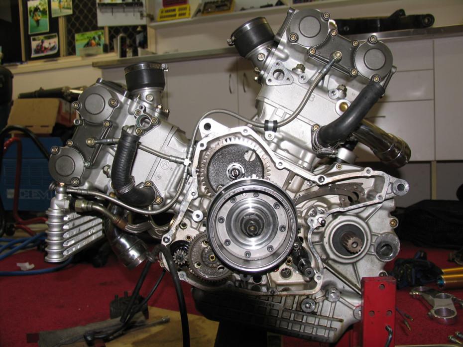 Ducati 996 engine