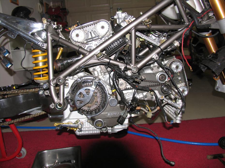 Inside Ducati engine 916